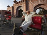 Jaipur, Rickshaw driver relaxing at Ajmer Gate