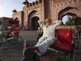 Jaipur, Rickshaw driver relaxing at Ajmer Gate