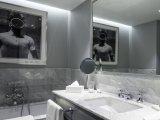 The Singualr Santiago, bathroom